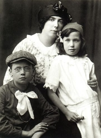 Nora, Lucia e Giorgio